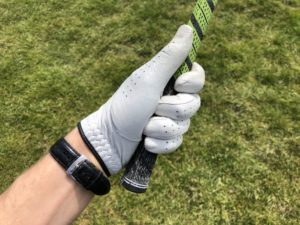 Gripping the golf clubs with a too small sized grip